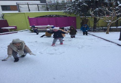 Kar Topu Eğlencesi